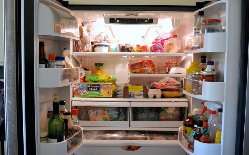 Các bà nội trợ dự trữ nhiều thực phẩm trong dịp Tết