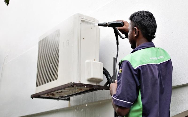 Nên thường xuyên vệ sinh dàn nóng để tránh bám bụi bẩn