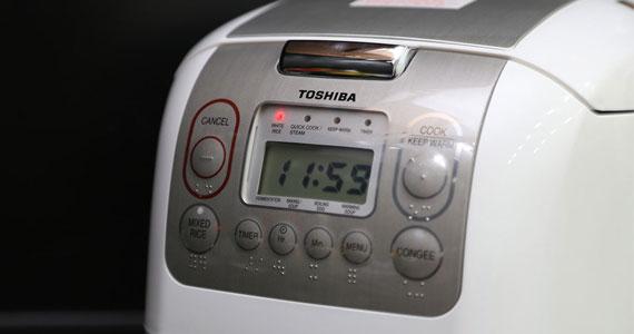 Nồi cơm điện Toshiba RC-10NMF(WT) VN màn hình LCD dễ sử dụng