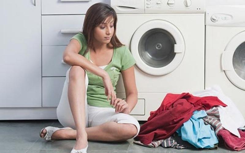 Phân loại quần áo trước khi giặt để dùng bột giặt hợp lý hơn