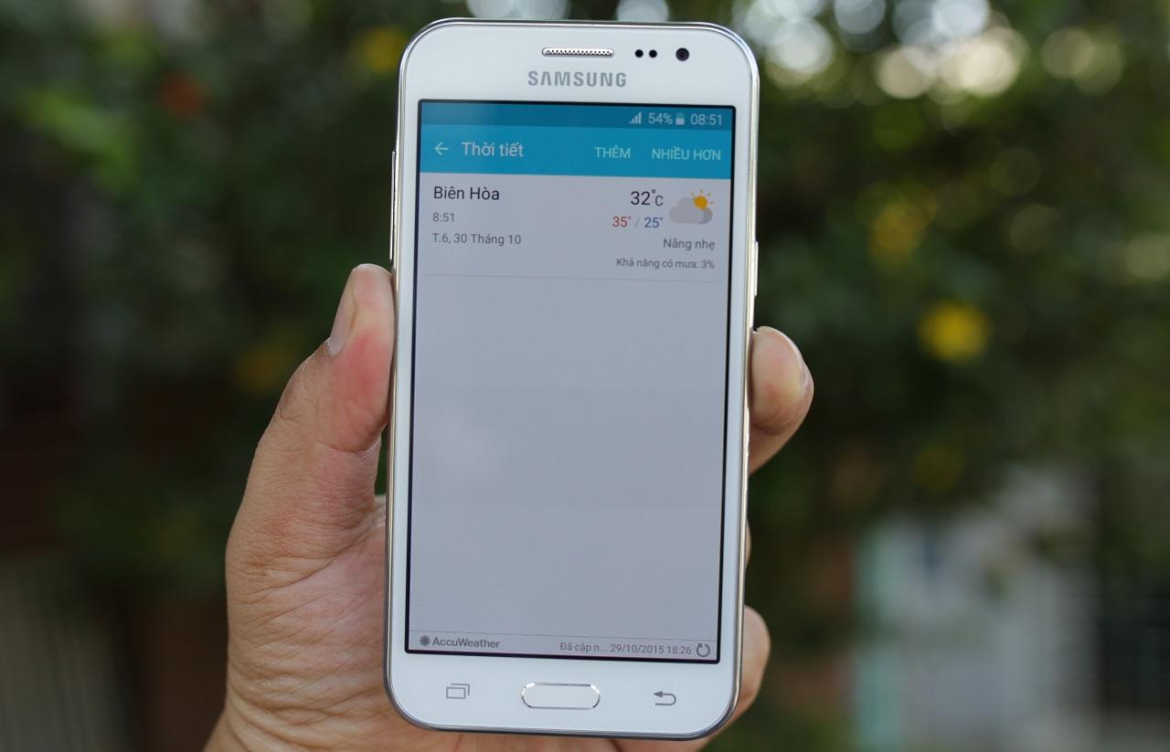 Galaxy J2 sở hữu màn hình công nghệ Super AMOLED với kích thước 4.7 inches