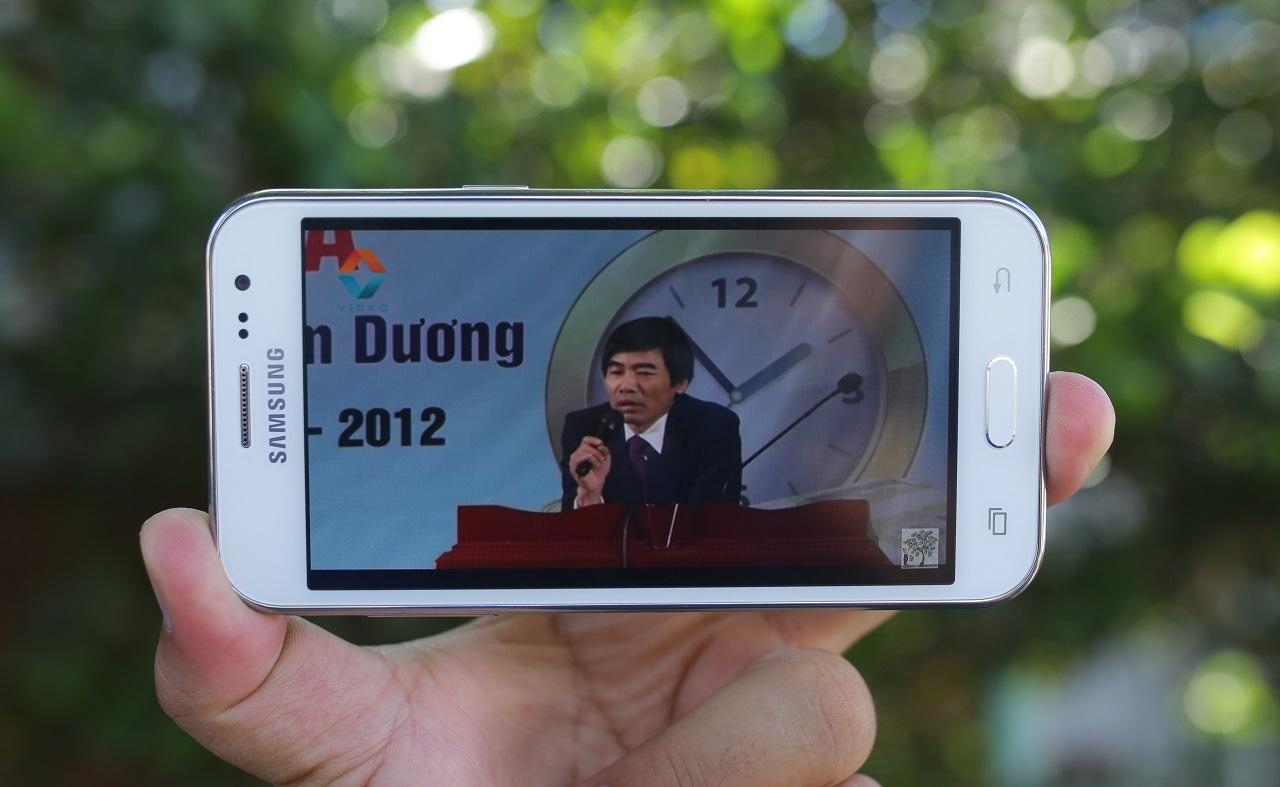 Samsung đã trang bị cho Galaxy J2 màn hình 4.7 inches