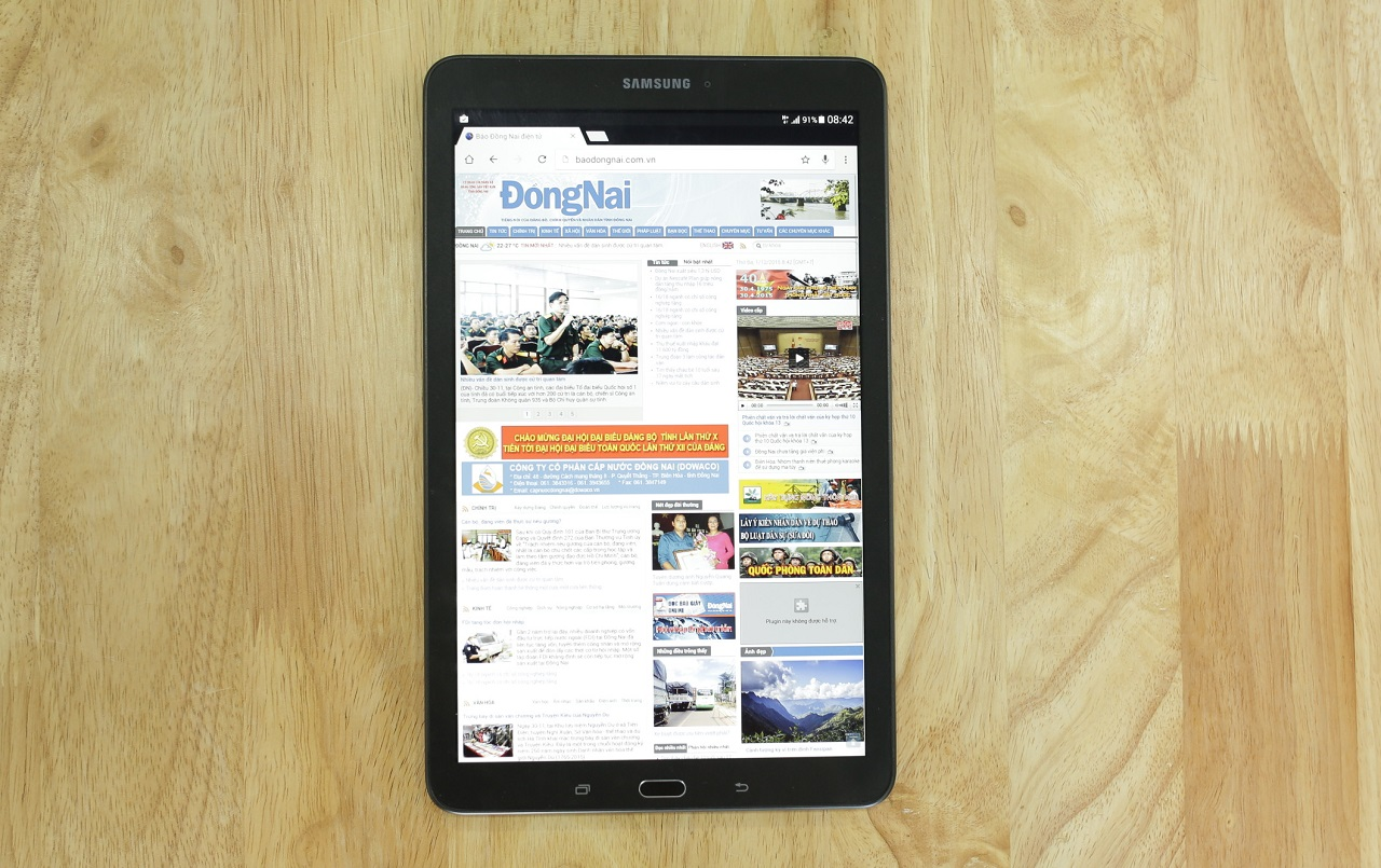 Galaxy Tab E đáp ứng rất tốt vai trò trong việc hiển thị bố cục nội dung trang web