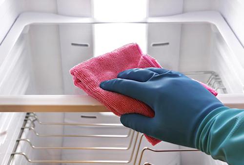 Hướng dẫn vệ sinh tủ lạnh đúng cách tại nhà cực đơn giản