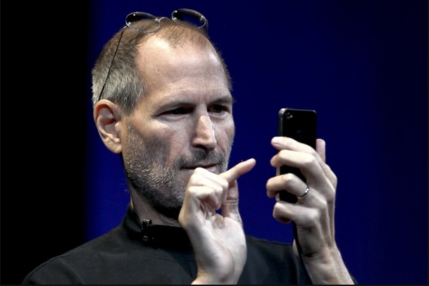 Vì sao cô gái sống trong iPhone lại tên là Siri?