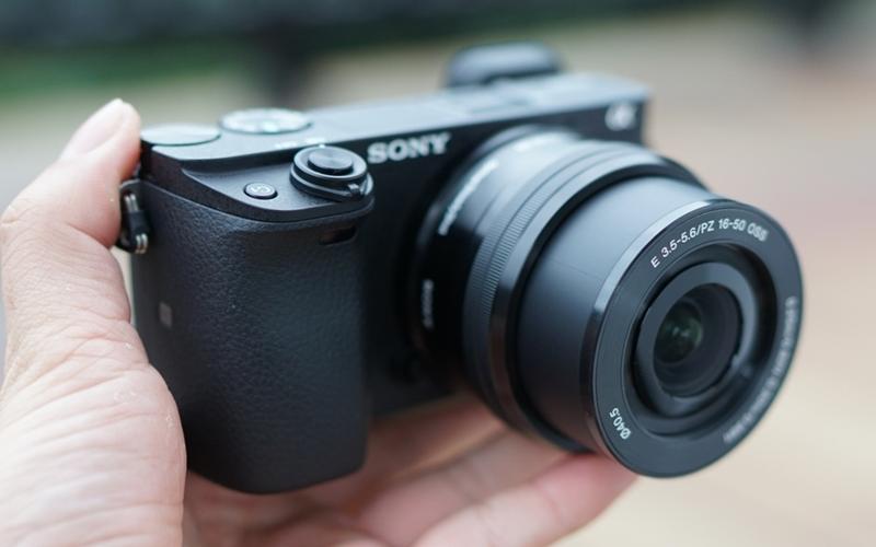 Được hãng sản xuất máy ảnh Sony cho ra mắt vào đầu năm 2016