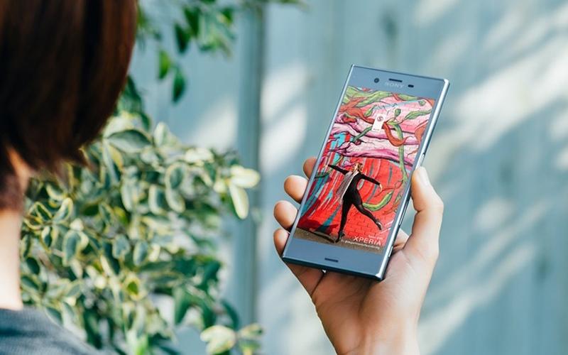 Điện thoại sử dụng công nghệ hiển thị TRILUMINOS