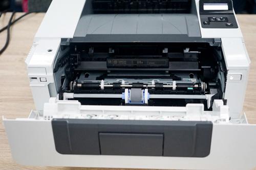 Máy in laser HP M402N hoạt động êm và ổn định.
