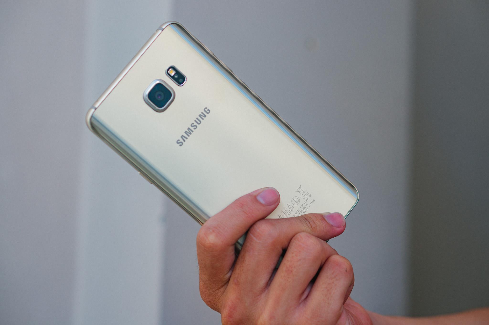 Samsung Galaxy Note 5 màn hình ấn tượng