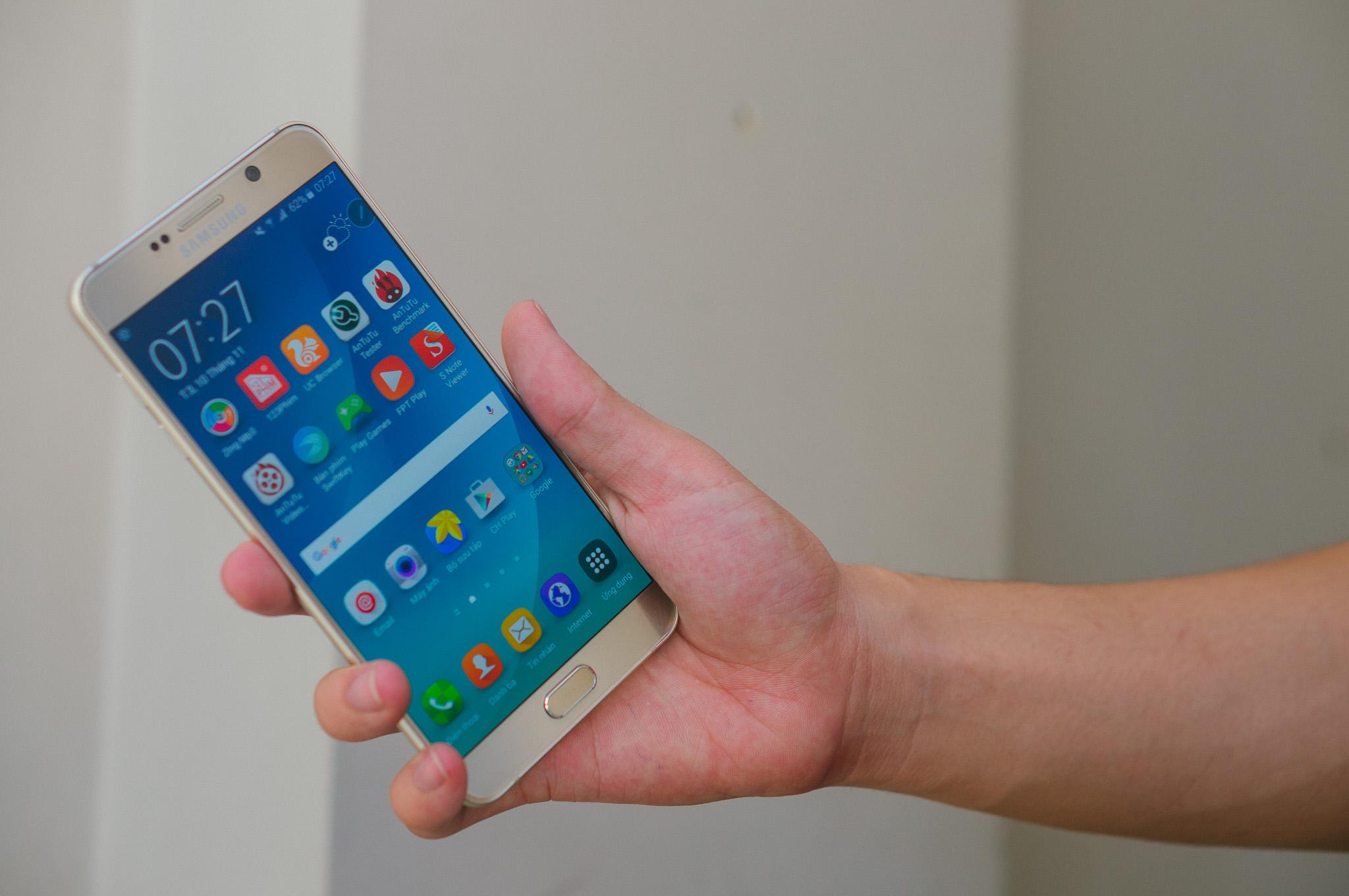 Samsung Galaxy Note 5 vượt trội đối thủ