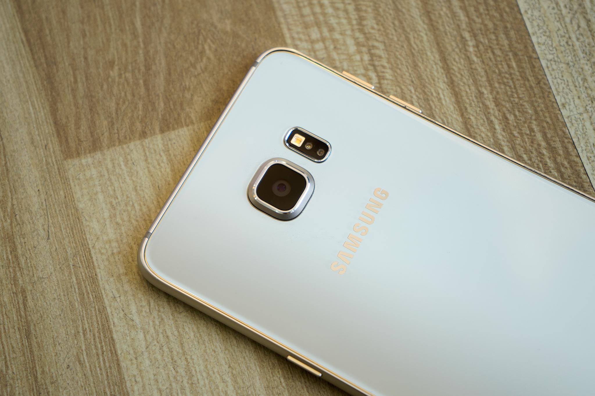 Samsung Galaxy S6 Edge Plus cắc cạnh