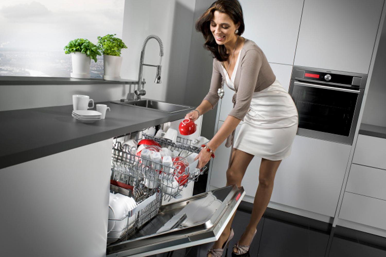 Có nên mua máy rửa chén không?