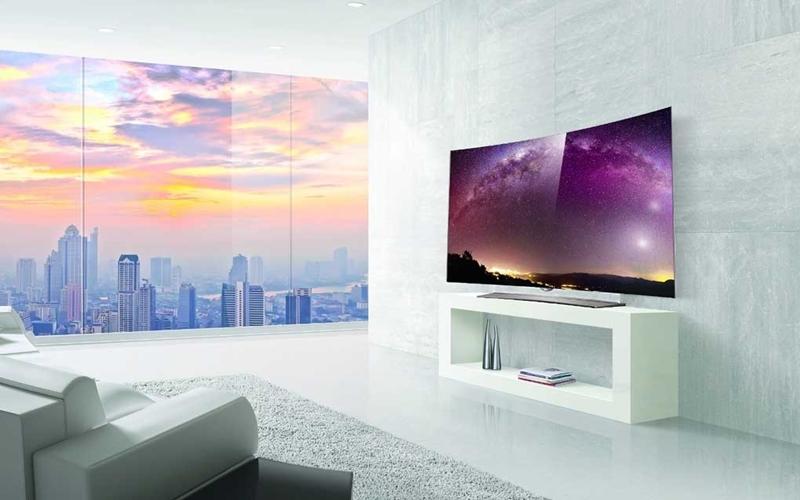 Tivi màn hình cong nôi bật giữa không gian nhà bạn