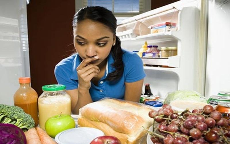 Tủ  lạnh không được vệ sinh thường xuyên cũng gây ra tình trạng đóng tuyết