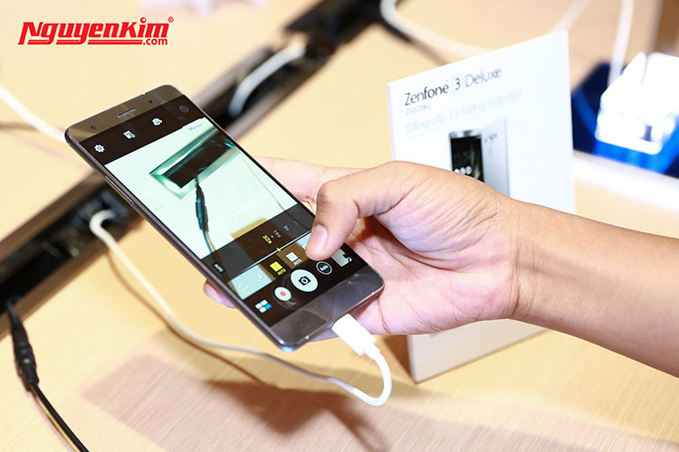 Điện thoại Asus Zenfone 3 Deluxe màn hình 5.7inch Full HD