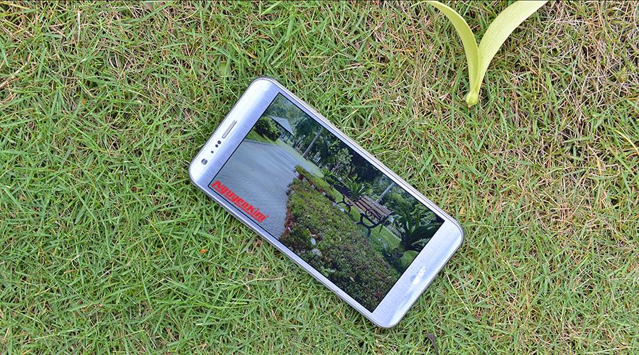 Điện thoại LG X Cam với cạnh bên ốp crom kim loại