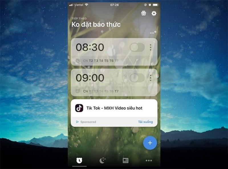 """Ứng dụng có giao diện rất đơn giản dễ sử dụng. Muốn thêm thời gian báo thức, bạn chỉ cần nhấn vào """"+"""" hoặc chỉnh sửa lại những báo thức sẵn có."""