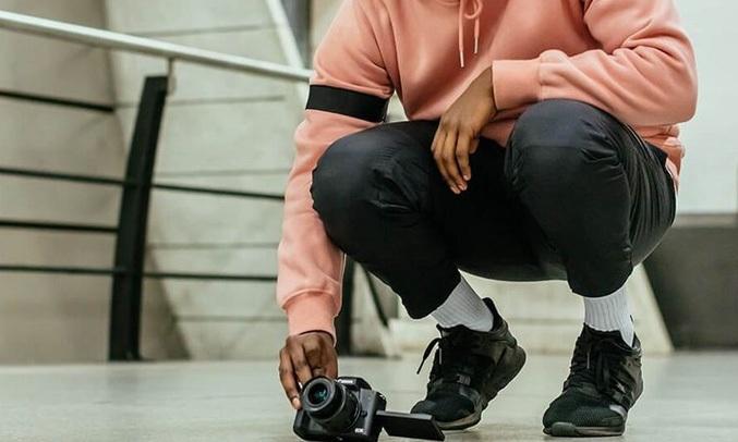 Máy ảnh Canon EOS M50 KIT 15-45mm màu đen xoay màn hình
