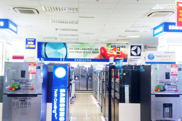 Nhiều mặt hàng được trưng bày tại TTMS Nguyễn Kim An Lạc, giúp khách hàng được tận tay, tận mắt trải nghiệm