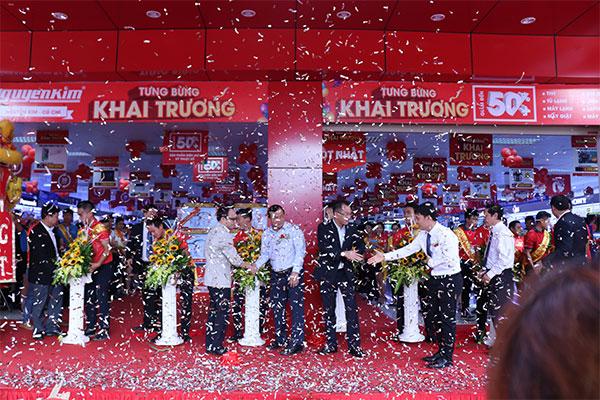 TTMS Nguyễn Kim Củ Chi chính thức mở cửa chào đón khách hàng vào trải nghiệm mua sắm.