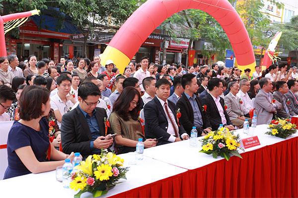 Đại diện Ban giám đốc của TTMS Nguyễn Kim, các Công ty khách mời và đông đảo người dân Hải Phòng đã có mặt tại sự kiện từ rất sớm.