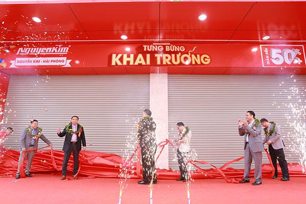 Nghi thức kéo băng khai trương TTMS Nguyễn Kim Hải Phòng đã được thực hiện.
