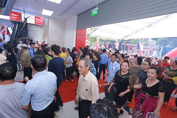TTMS Nguyễn Kim Hải Phòng chính thức mở cửa và chào đón đông đảo khách hàng đến tham quan và mua sắm.
