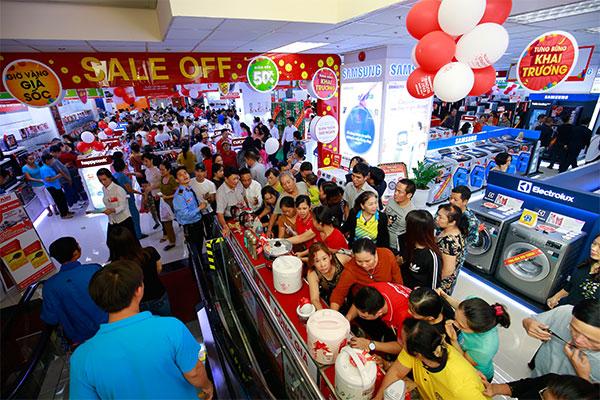 Những sản phẩm điện lạnh, điện tử, gia dụng, viễn thông,... với hàng loạt ưu đãi hấp dẫn đã được bố trí sẵn sàng để chào đón khách hàng.