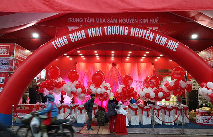 Mọi công tác chuẩn bị đều đẵ sẵn sàng từ sáng sớm. Với sắc đỏ đặc trưng, TTMS Nguyễn Kim Huế đã nhuộm đỏ cả một góc trời.