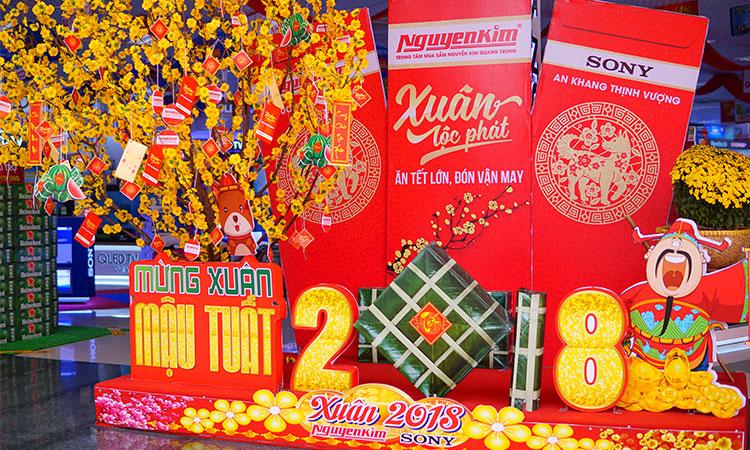 Từ giờ bạn không cần chen chúc lên nơi phố hoa quận 1 nữa vì đã có Nguyễn Kim ngập tràn sắc xuân ngay tại Quang Trung rồi!