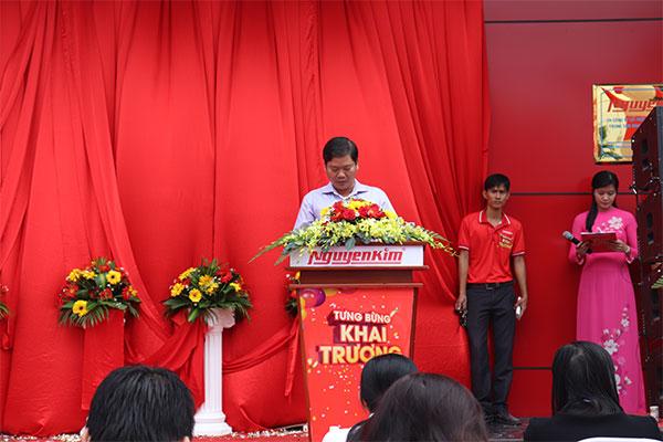 Đại diện đơn vị phát biểu để chính thức bắt đầu.