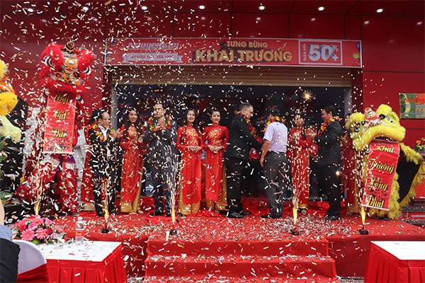 Và TTMS Nguyễn Kim Trà Vinh cũng đã mở cửa để chào đón những khách hàng đầu tiên đến tham quan và mua sắm.