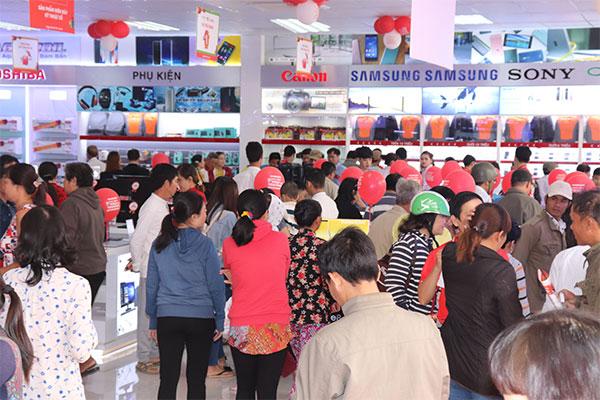 Các thiết bị chính hãng được trưng bày giúp người dân dễ dàng tiếp cận và lựa chọn.