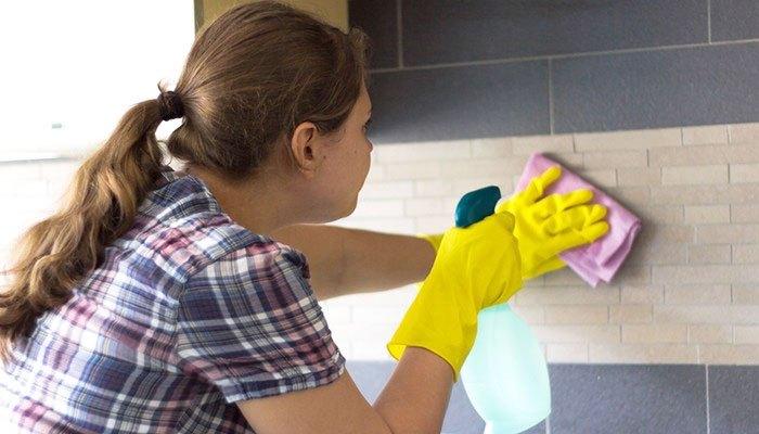 Vệ sinh tường nhà bếp bằng bột giặt