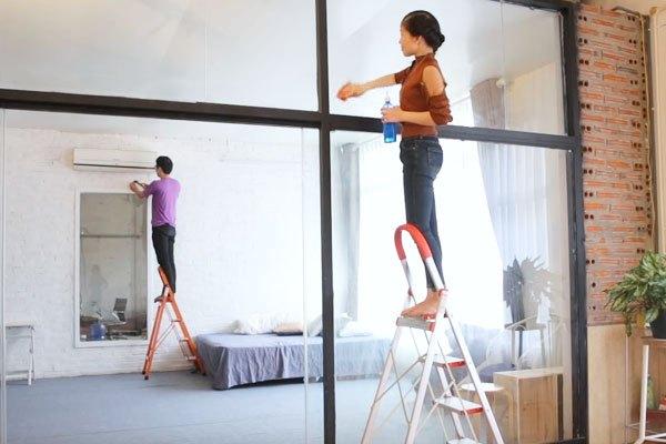 Kể cả phụ nữ vẫn có thể mang vác thang nhôm Nikawa dễ dàng