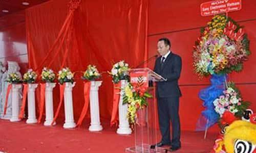 Đại diện công ty phát biểu nhân ngày khai trương Trung tâm mua sắm Nguyễn Kim