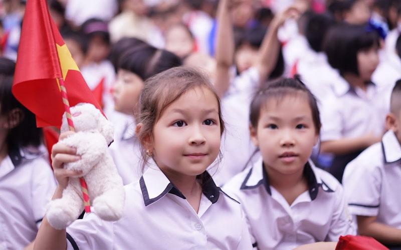 Với sự chênh lệch về mức sống, trẻ em thành phố cũng có sự tiếp cận gần gũi với máy tính và Internet hơn so với trẻ em nông thôn