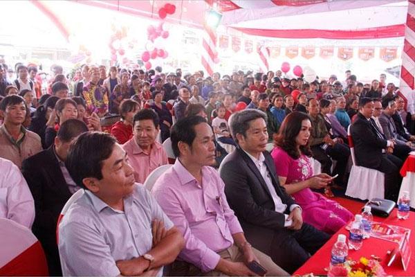 Đại diện Ban Giám Đốc Công ty cùng những quan khách là đại diện cho các nhãn hàng lớn hiện diện đông đủ tại sự kiện...