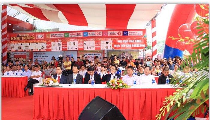 Đại diện Ban Giám Đốc Công ty cùng Quan khách đại diện các nhãn hàng lớn hiện diện đông đủ tại Trung tâm mua sắm Nguyễn Kim Trảng Bom