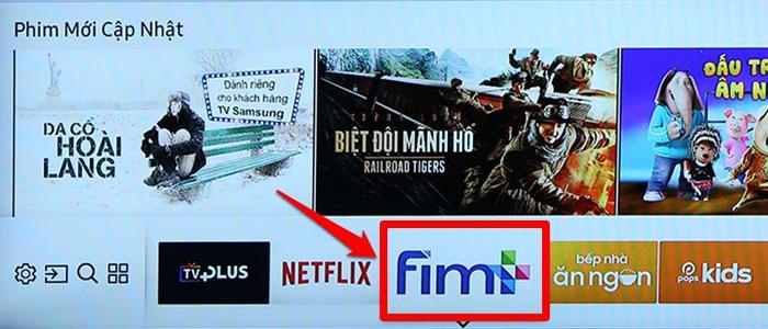 Chọn ứng dụng Fim+ khi giao diện màn hình chính hiện ra trên tivi Samsung