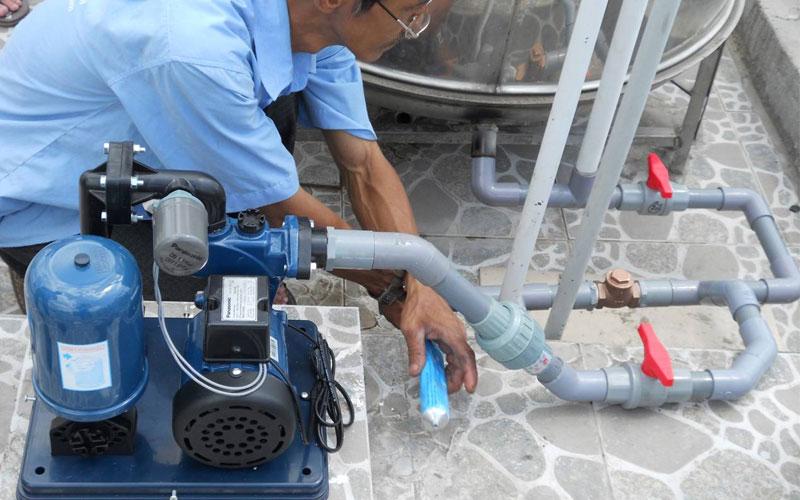 Khi thấy động cơ máy nóng bất thường, hãy kiểm tra ngay các bộ phận như stato, bi hoặc nguồn nước
