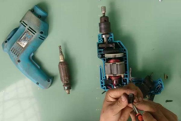 Nên tuân thủ những quy tắc an toàn khi sửa chữa máy khoan cầm tay