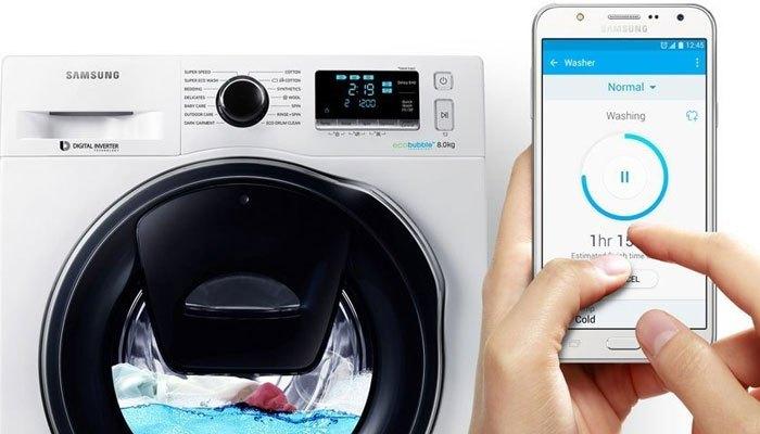 Máy giặt Samsung cho phép bạn giặt giũ kể cả khi bạn không có mặt tại nhà với Smart Control thông minh