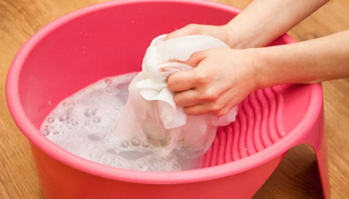 Giặt tay sẽ tốt hơn cho áo dài nhưng chỉ trong trường hợp bạn có đủ thời gian