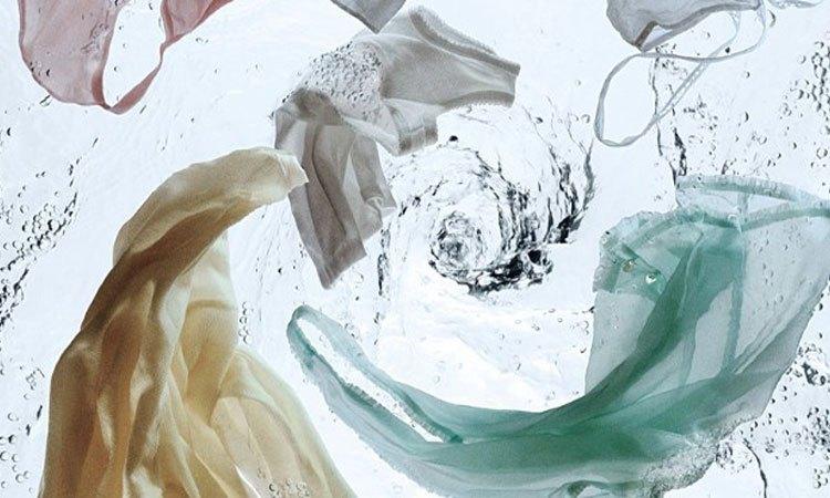 Máy giặt AquaAQD-D980ZT (W) có tốc độ xoay vắt cực lớn