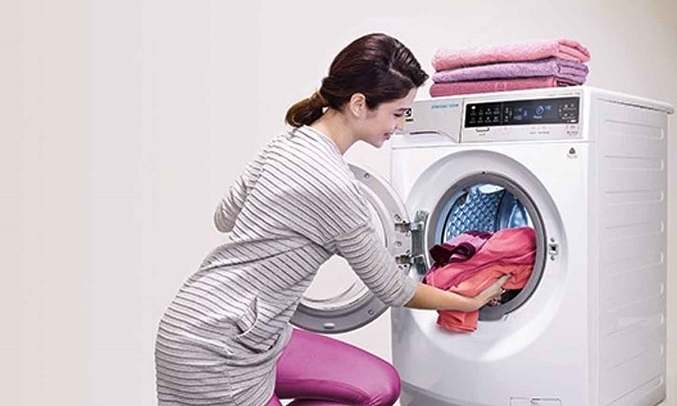 Máy giặt Electrolux Inverter 8 kg EWF8025BQWA - Thêm quần áo tiện lợi
