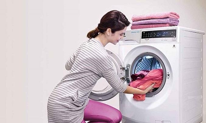 Máy giặt Electrolux Inverter 8 kg EWF8025CQSA - Thêm quần áo tiện lợi