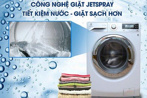 Bạn sẽ bất ngờ trước khả năng giặt sạch sâu và tiết kiệm nước tối ưu của công nghệ JerSpray trên máy giặt cửa ngang Electrolux đấy