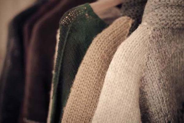 Nhằm tránh co rút tối ưu, sau khi giặt xong bạn không nên cho đồ len vào máy sấy để làm khô
