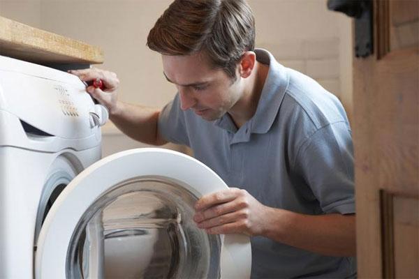 Trong quá trình sử dụng nên lưu ý vệ sinh ống dẫn nước của máy giặt thường xuyên